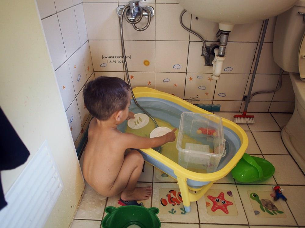 小家庭的空間救星。Karibu 折疊式浴盆。手滑團購