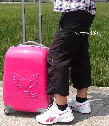 我的無敵可愛桃紅ikon專屬行李箱。太搶手了!